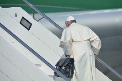 papa Francesco e la sua borsa